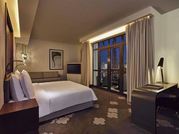يوجد الكثير من فنادق قريبة من دبي مول ولكن فندق المنزل من أفضل الخيارات المُتاحة.