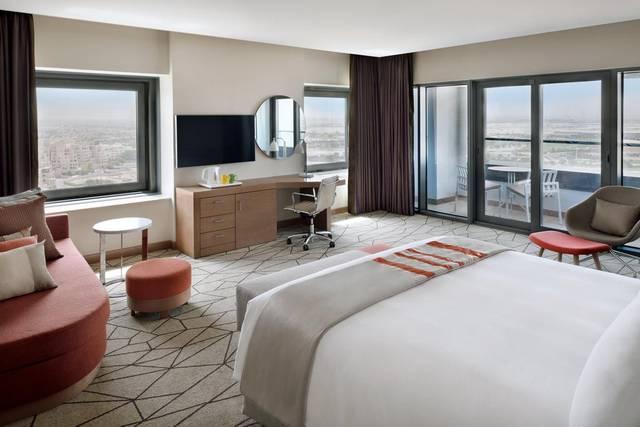 يحتوي فندق هوليدي ان دبي فيستيفال سيتي على خدمة بوفيه مناسب للأطفال لذلك يُعتبر من افضل فنادق دبي للعوائل السعوديه
