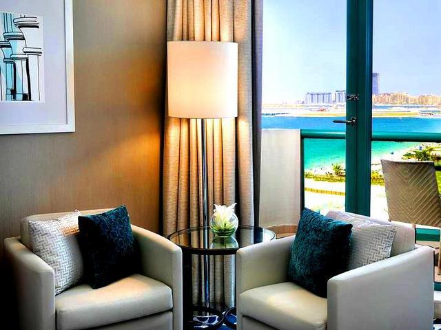 تُوّفر عِدة فنادق في جميرا بيتش دبي إطلالات لا مثيل لها.