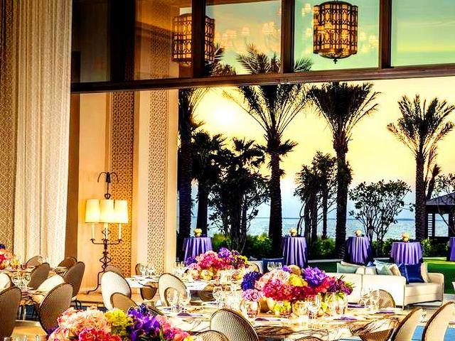 يوجد العديد من فنادق في جميرا بيتش دبي التي تضم مرافق رائعة ولا سيّما فندق الفور سيزون.