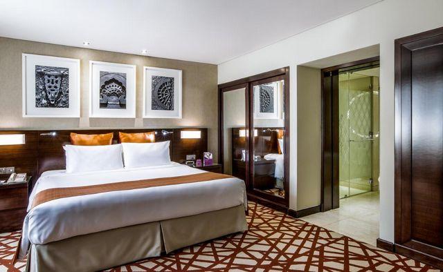 إن كُنت تود حجز فندق كراون بلازا دبي تعرف معنا على أفضلها.