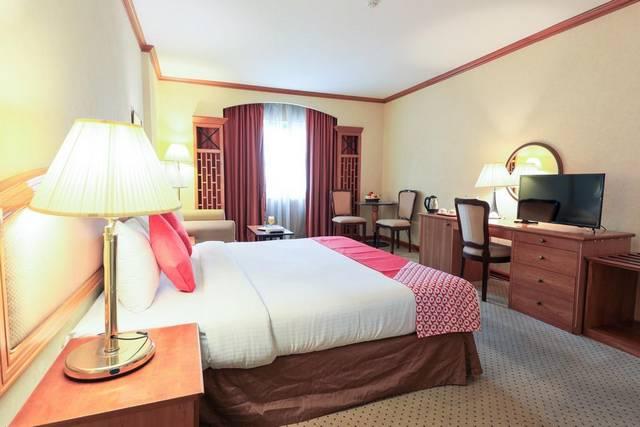 فندق سانت جورج من أشهر فنادق دبى 3 نجوم لتوفيره إطلالات مُبهرة على الخور.