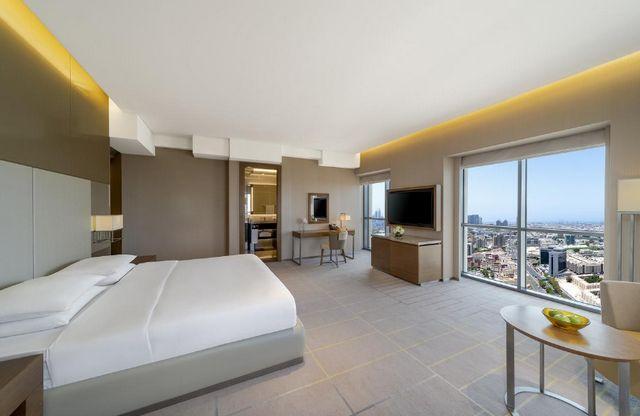لمن يبحث عن افضل الفنادق في ديرة دبي إليكم أفضلها