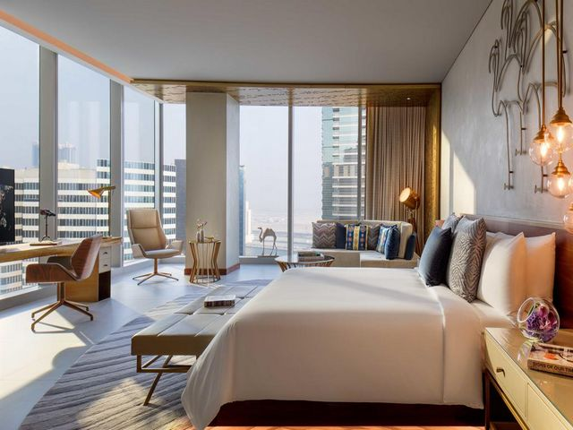 فندق رينيسانس دبي من افضل فنادق مارينا دبي بفضل الإطلالات الرائعة التي يوفرها.