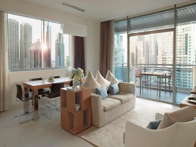 يعتبر راديسون بلو دبي مارينا من أجمل خيارات الإقامة بين فنادق في المارينا دبي بفضل إطلالاته على المرسى