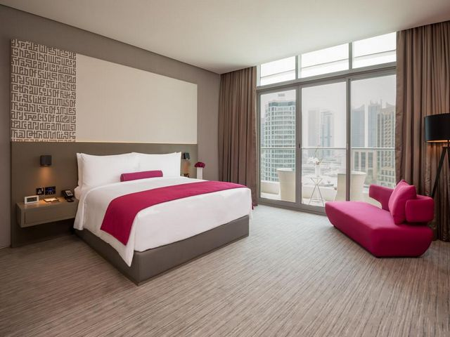 يمكن اعتبار انتركونتيننتال دبي مارينا خياراً مثالياً بين فنادق في المارينا دبي لأن موقعه قريب جداً من المرسى.