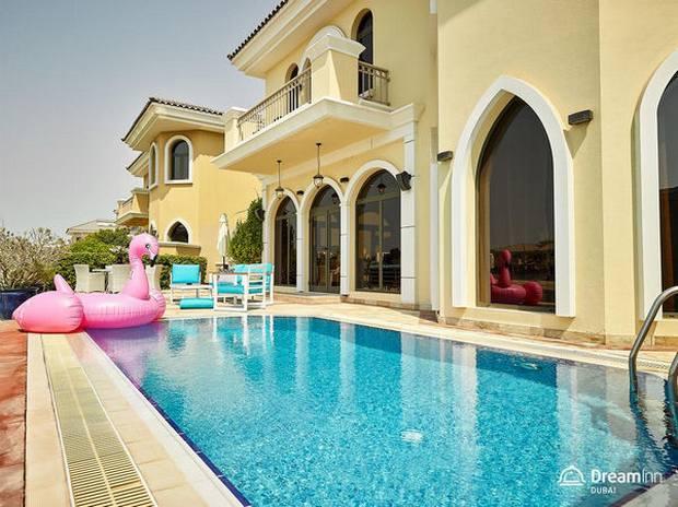 توجد شاليهات في دبي متنوعة، ننصحك بتجربة الشاليه ذو المسبح الخاص