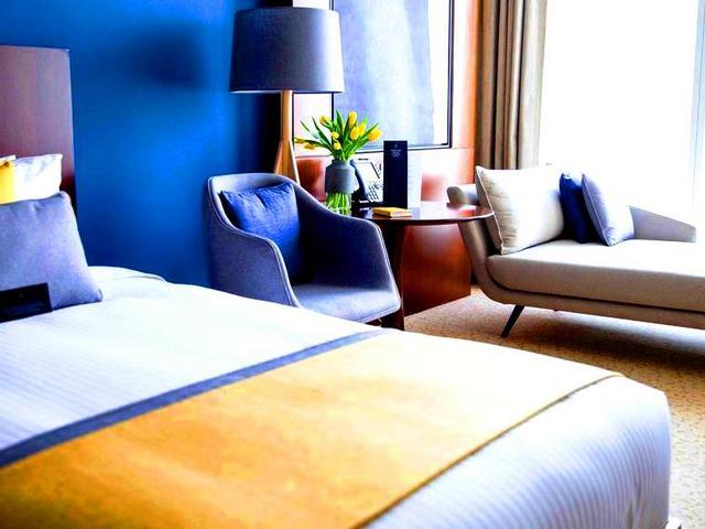 الإقامة في فندق ٥ نجوم دبي تجربة لا مثيل لها