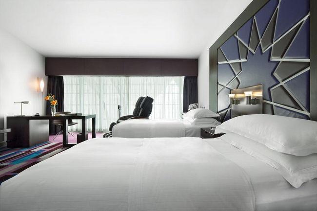 فندق مطار دبي مبنى ٣ بنافذة كبيرة ومنطقة مُخصصة للعمل