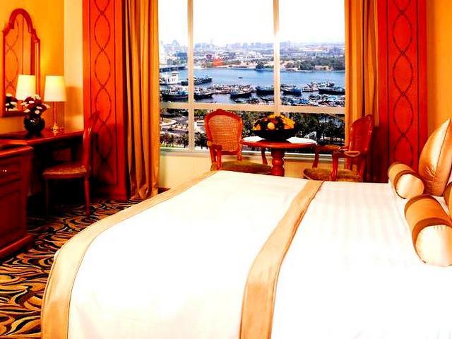 فندق خور دبي هو ذلك الفندق الذي سمنحك كافة المرافق والخدمات المصحوبة مع إطلالاتٍ خلابة على خور دبي وأفق المدينة