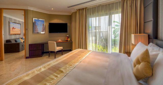 تتميز غرف افضل منتجعات دبي للعوائل بإطلالات باهية.