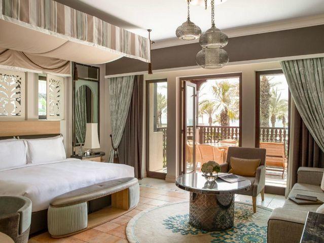 تتمتع منتجعات عائلية في دبي بغرف أنيقة وفسيحة