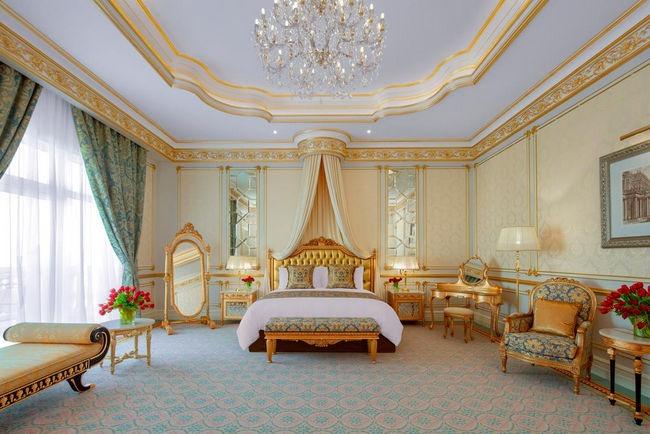 غُرف فندق النخله في دبي مُريحة، انيقة وقمة في الفخامة