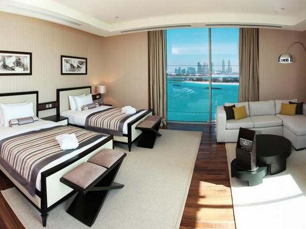 فندق النخله دبي يتميز بإطلالات خلابة على البحر