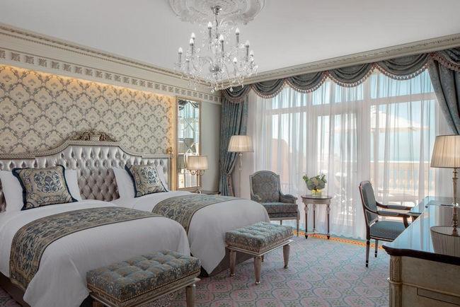 توفر الغرف في فندق اميرالد بالاس دبي إطلالات رائعة.