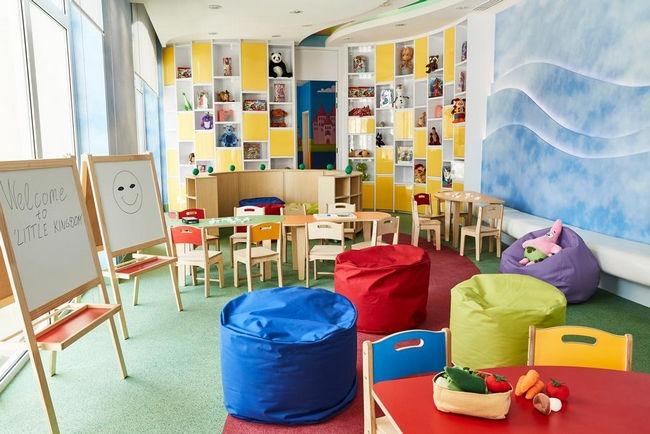 يوفر إميرالد بالاس كمبينسكي دبي منطقة ألعاب داخلية للأطفال.