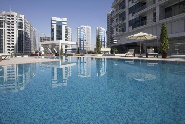 تتميز فلل على البحر دبي بإطلالاتها الساحرة