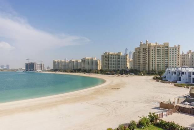 توفر بعض فلل في دبي على البحر شواطئ خاصة.