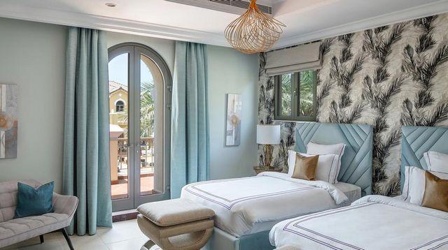 يُوّفر شاليه في دبي بمسبح خاص غرف عائلية مُنمّقة.