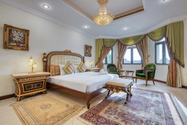 تُوّفر شاليهات بمسبح خاص في دبي غُرف بديكورات عصرية راقية.