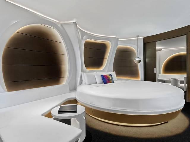تتمتع غرف فنادق على البحر دبي بديكورات عصرية مذهلة