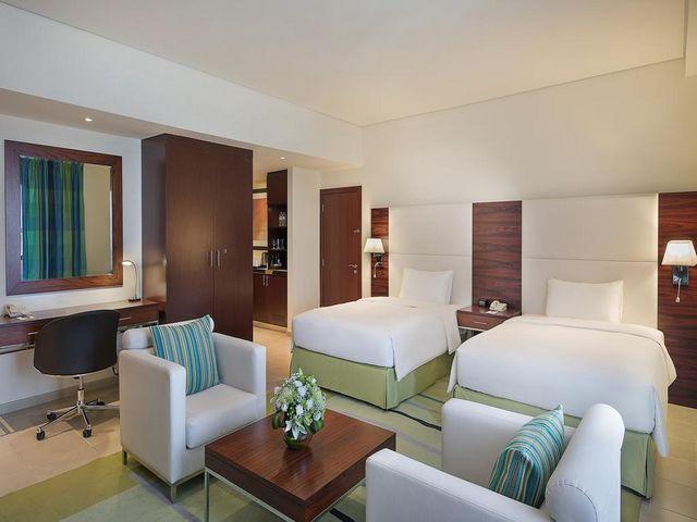 تتسم غرف فندق هيلتون دبي الممشى بمساحات واسعة