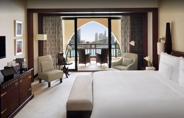 تتمتع فنادق بجوار دبي مول بقربها أيضًا من مطار دبي الدولي