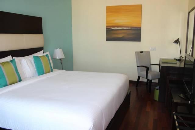 فندق القصر دبي مول من فنادق مطله على نافورة دبي التي تضم فريق عمل محترف