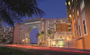 يتميّز فندق ابن بطوطة دبي بالفخامة