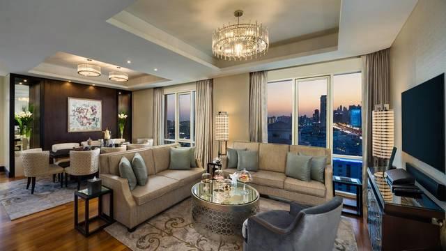 يحتوي فندق كمبنسكي امارات مول على مسبح خارجي ومركز للياقة البدنية، ومركز عافية