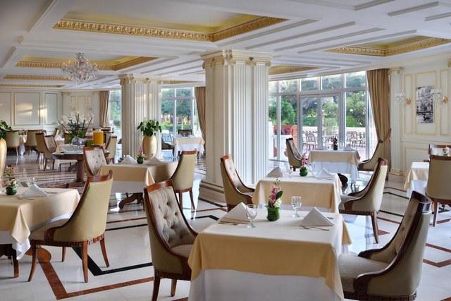 يوفر فندق كمبينسكي وريزيدنسز نخلة جميرا خيارات طعام متنوعة في أجواء هادئة