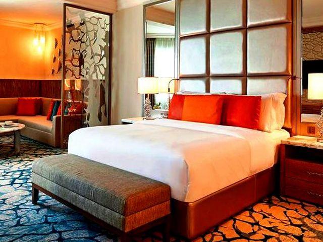 افخم فندق في دبي من حيث الخدمات، الإطلالات، وما يوفره من مرافق