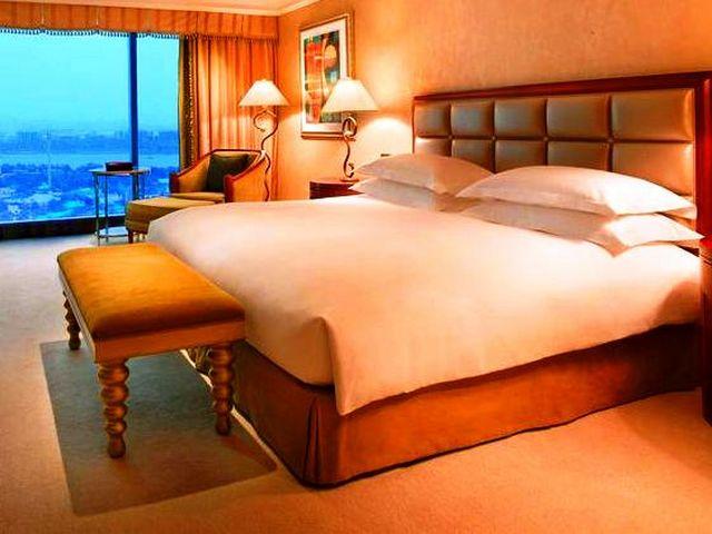 توفر عدة فنادق فخمة في دبي إطلالات خلابة، ومرافق متنوعة
