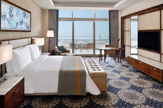 يُصنّف فندق موفنبيك دبي شارع الشيخ زايد من أرقى فنادق سلسلة موفنبيك دبي فهو يحتوي على عدد كبير من الخدمات.