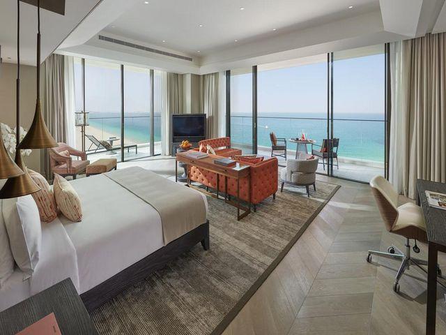 توفر غرف فندق مندرين دبي مساحات واسعة وإطلالة لا تضاهى على البحر