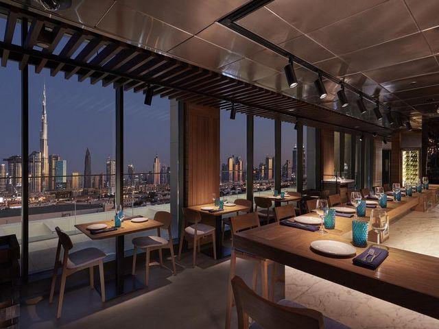 تتنوع خيارات الطعام في فندق ماندارين دبي تنوعاً مذهلاً