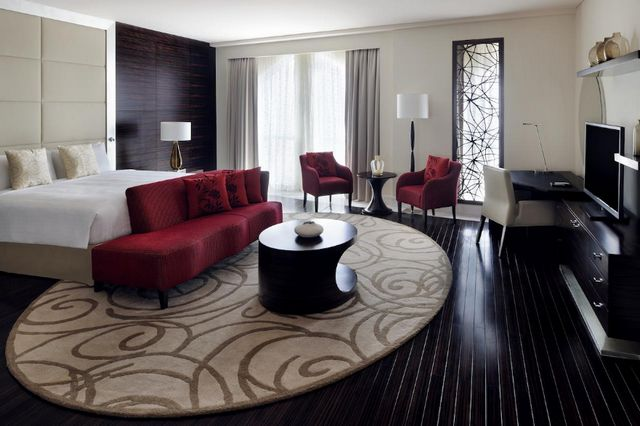 يضم فندق ماريوت الجداف دبي غرف فسيحة وأنيقة ومناسبة للعوائل