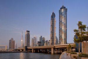 يتميز فندق ماريوت ماركيز دبي بموقعه الساحر