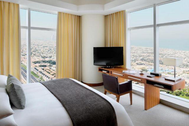 تتميّز غرف فندق ماريوت ماركيز دبي بمُستوى نظافتها ورُقي ديكوراتها