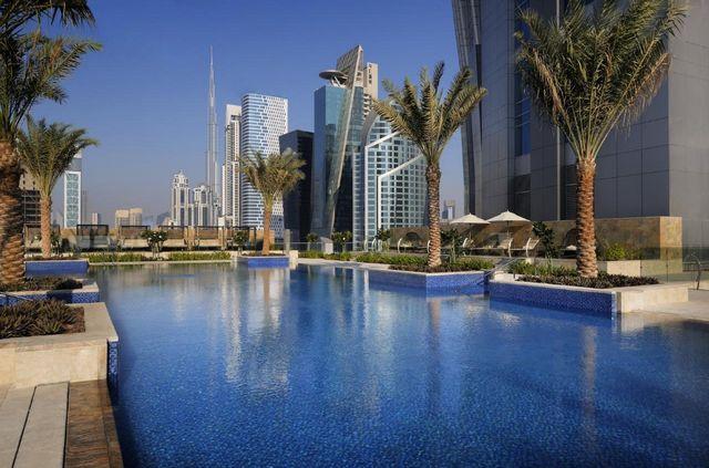 يضم فندق ماريوت ماركيز دبي مسبح في الهواء الطلق