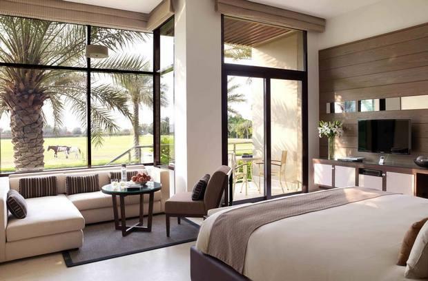 يمتلك فندق ميليا ديزرت بالم دبي غرف بإطلالات ساحرة.