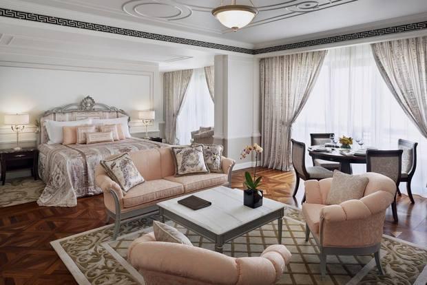 هو واحد من اغلى فنادق دبي وأكثرها رُقي وفخامة في التصميم الداخلي والخارجي.
