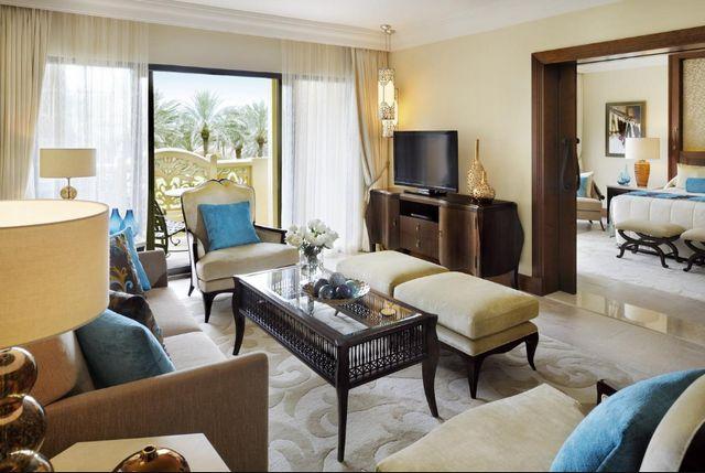 تشمل غُرف ون اند اونلي رويال ميراج دبي مجموعة من المرافق المُميّزة والديكورات الراقية.