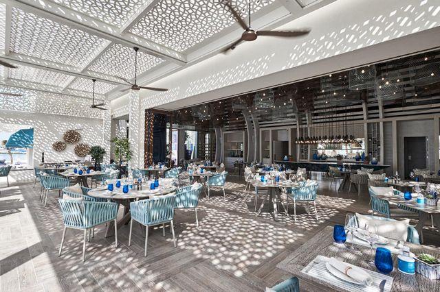 يضم فندق ون آند أونلي رويال ميراج 8 مطاعم مُتنوّعة للاختيار من بينها.