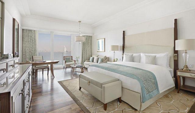 تبحث عن افضل مكان للسكن في دبي ؟ إليك فنادق دبي النخلة
