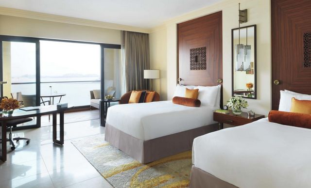 افضل فنادق النخلة دبي لمن يبحث عن السكن المُباشر على الشاطئ