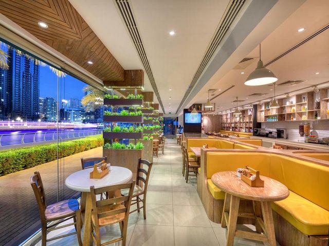 تجربة الطعام في بيرل دبي مميزة مع المأكولات العالمية التي يقدمها المطعم