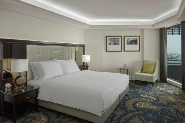 غرف راديسون بلو دبي الخور تتميز بمساحتها الواسعة ونظافتها