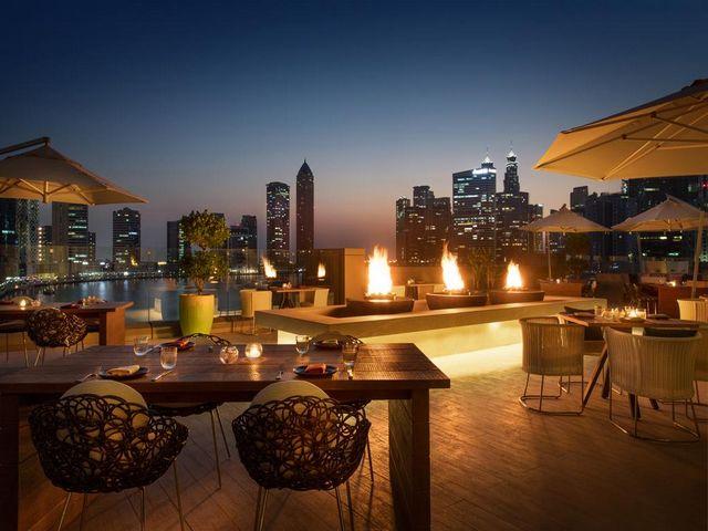 بأجوائه الرومانسية، تمكن فندق رينيسانس دبي من جذب الكثير إليه