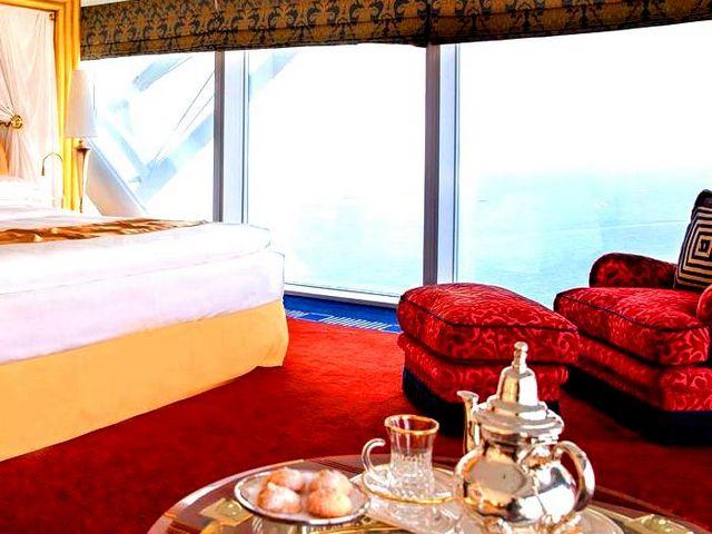 اشهر الفنادق في دبي عديدة، وتوفر جميعها مساحات إقامة مميزة مع مرافق ترفيهية